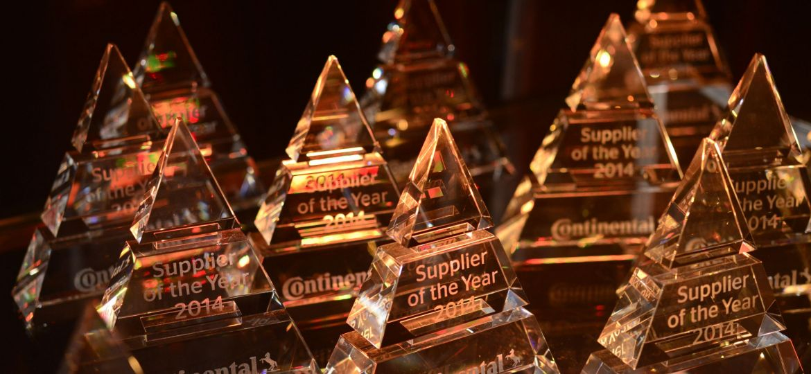 img_2015_07_08_supplier_of_the_year_uv-data
