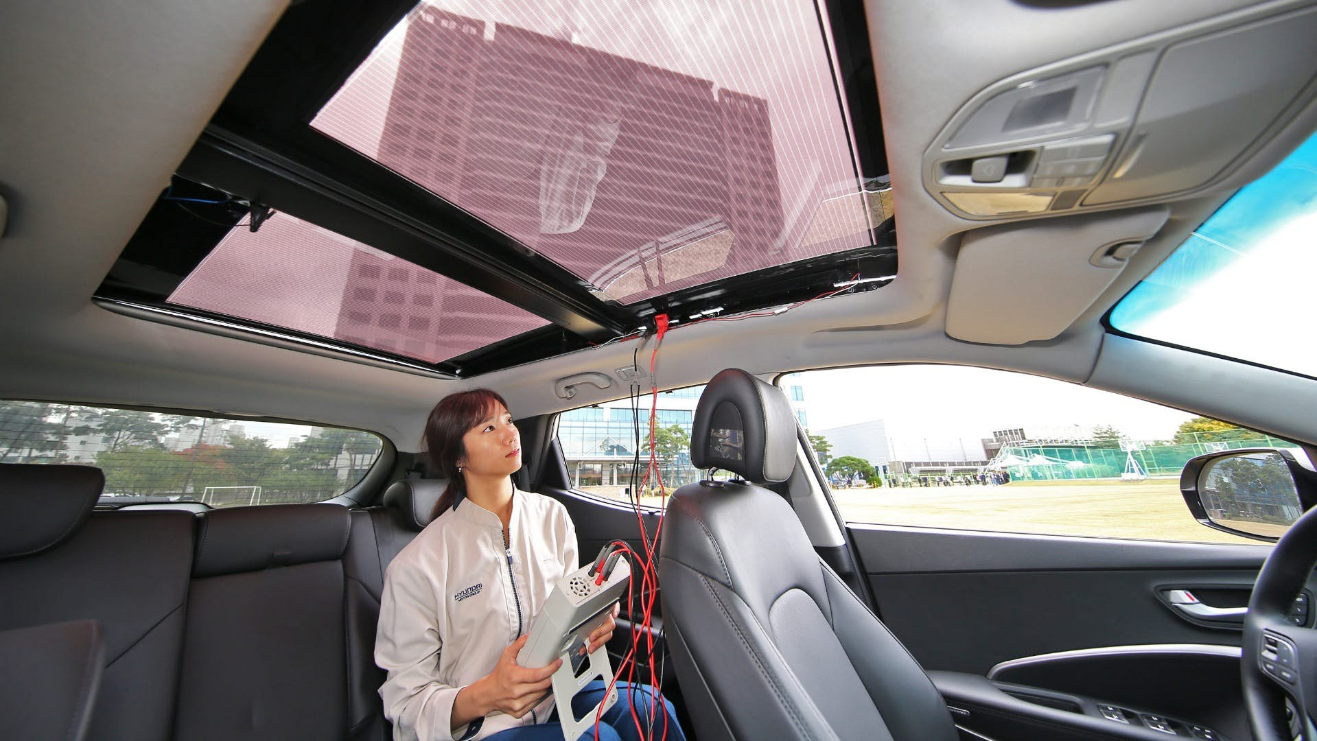Panoramic Roof Cars >> Hyundai Unveils The Worlds First Car With A Solar Power